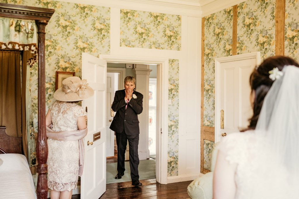 Father sees his daughter in her wedding dress for the first time